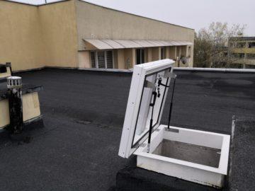 Wyłaz dachowy szklany